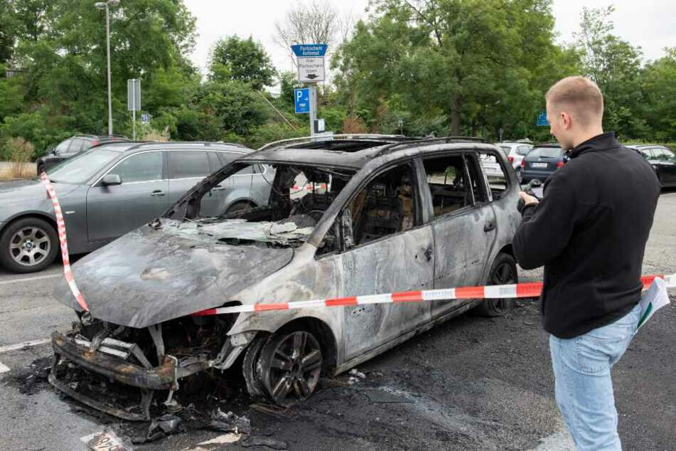 Die Fahrzeuge brannten in der Nähe der Musik- und Kongresshalle.