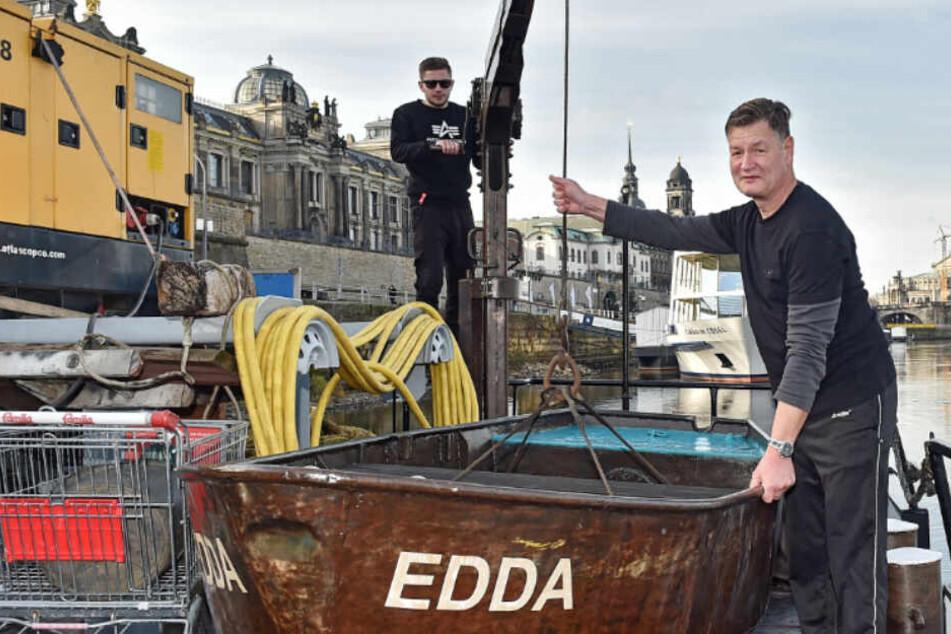 """Niedrigwasser! """"Edda"""" in Dresden gestrandet, doch Schubschiff soll Fracht in Tschechien abholen"""