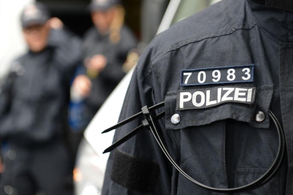 Die Polizei fahndet nun nach den jugendlichen Tätern. (Symbolbild)