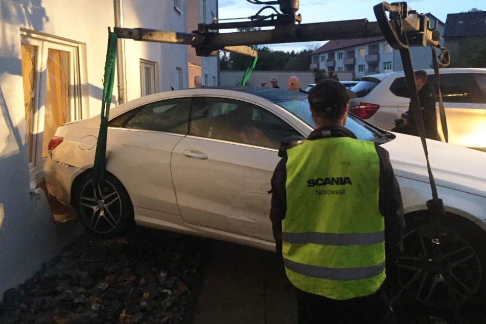 Der Mercedes musste nach dem Crash abgeschleppt werden.