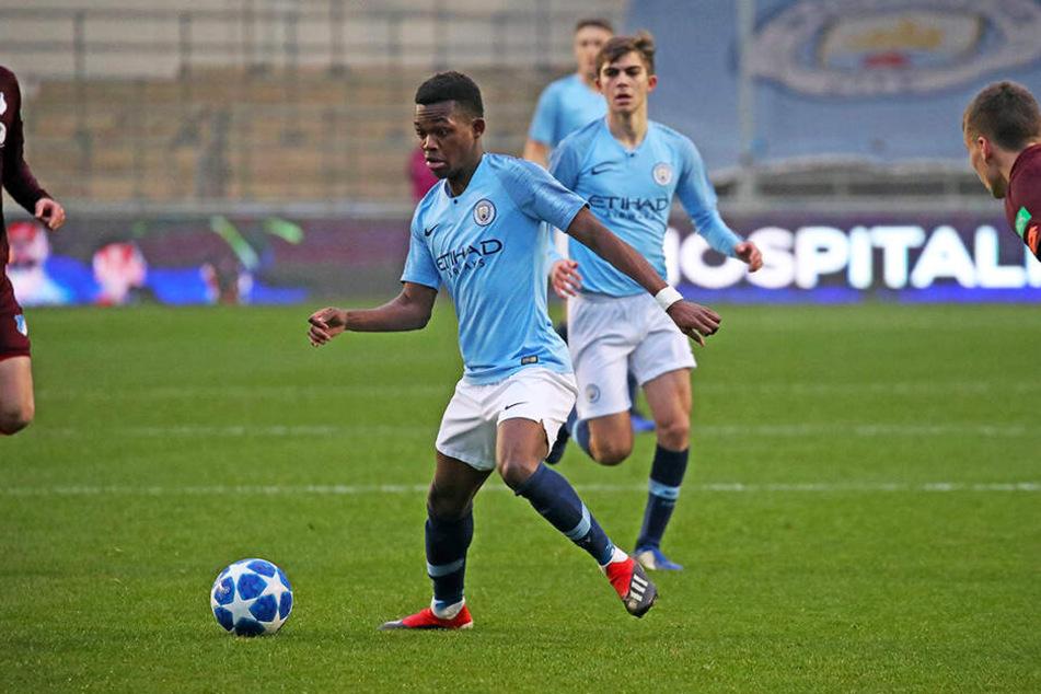 """Manchester-City-Coach """"Pep"""" Guardiola will Rabbi Matondo unbedingt halten, er selbst erwägt dem Vernehmen nach durchaus einen Wechsel in die Bundesliga."""