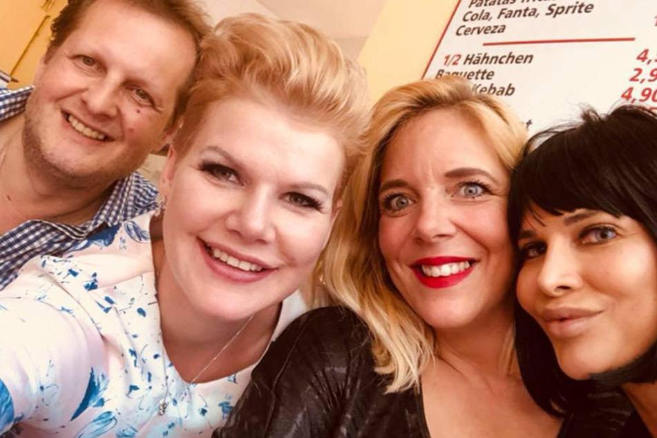Unterstützung bekam Melanie Müller (29, 2.v.l.) von ihren Freunden Jens Büchner (48, l.), dessen Frau Dani (40, 2.v.r.) und MIcaela Schäfer (34, r.).
