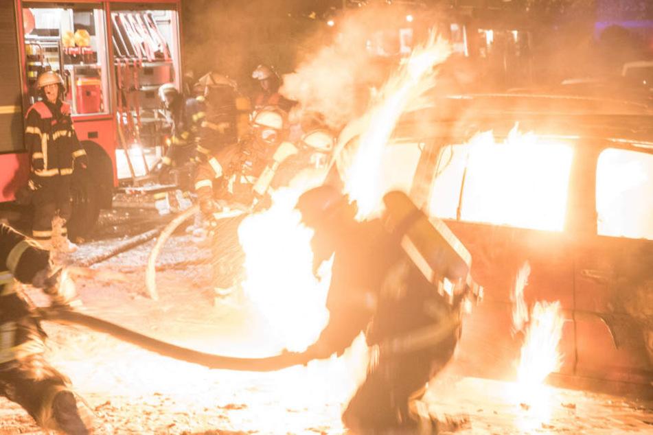 War es Brandstiftung? Autos in Rahlstedt abgebrannt