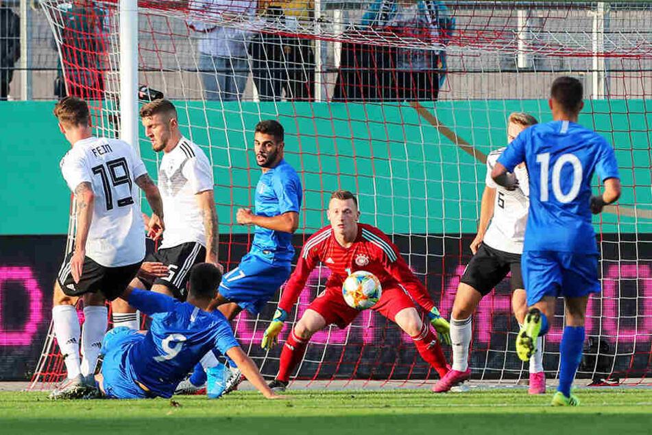 Mittendrin statt nur dabei: Im U21-Länderspiel gegen Griechenland in Zwickau hielt Markus Schubert seinen Kasten sauber.
