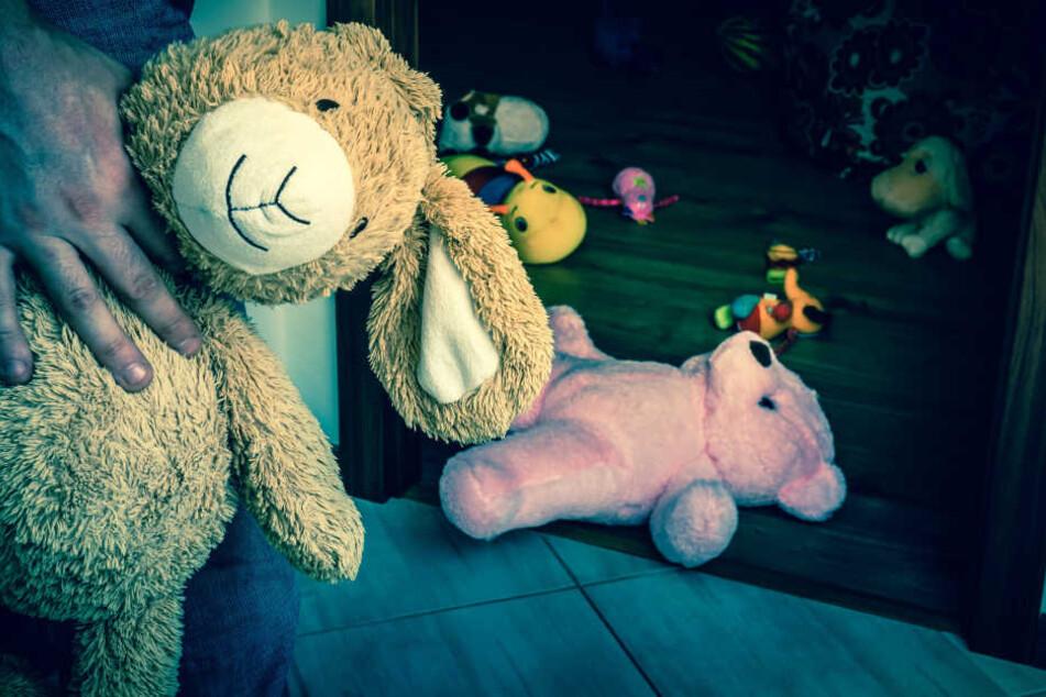 In einer Wohnung in Berlin-Tempelhof wurde ein lebloses Kleinkind gefunden (Symbolbild).