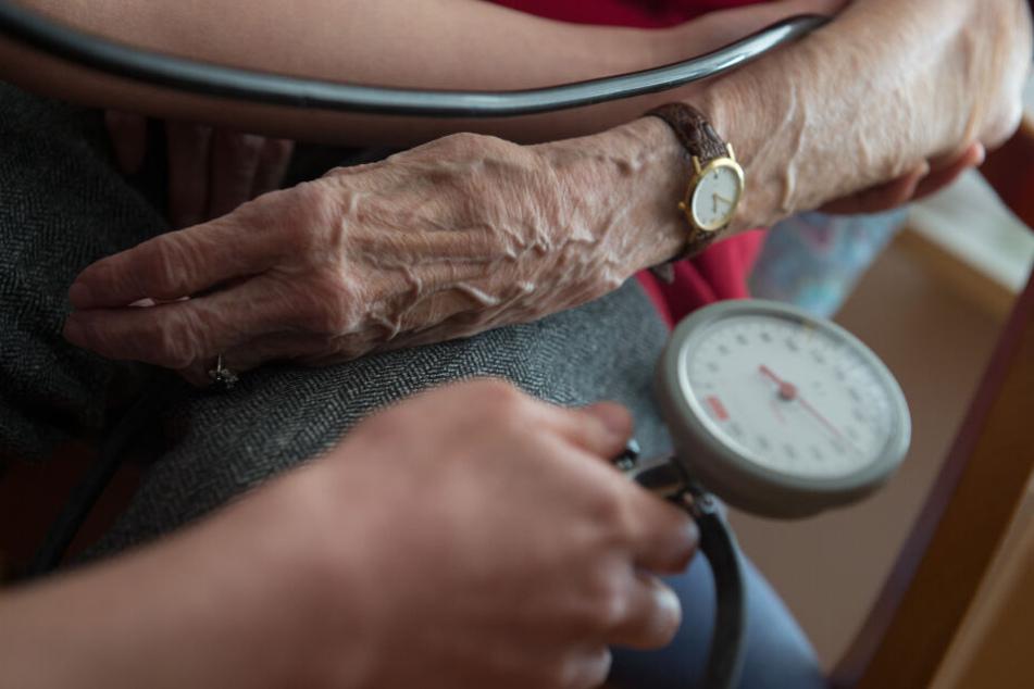 Die Pflegedienste stehen unter Verdacht Schwächen im System zu ihren Gunsten ausgenutzt zu haben.