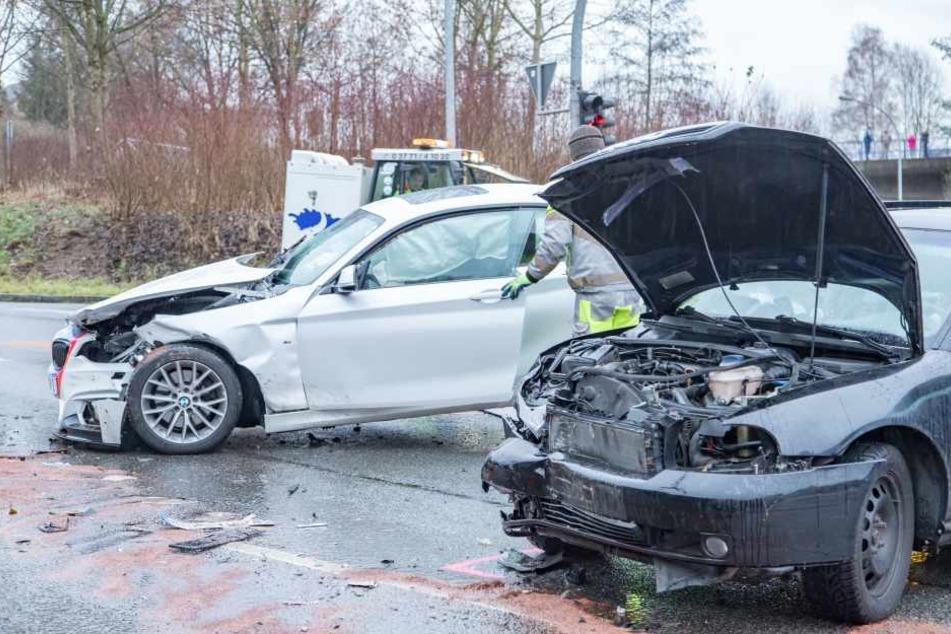 Der BMW und der Audi waren in Schneeberg auf einer Kreuzung zusammengestoßen.