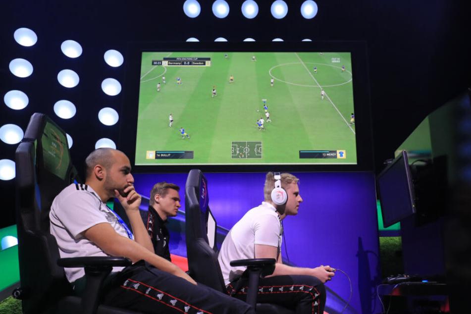 """Der Sonntag steht ganz im Zeichen des Fußballspiels """"FIFA"""". (Symbolbild)"""
