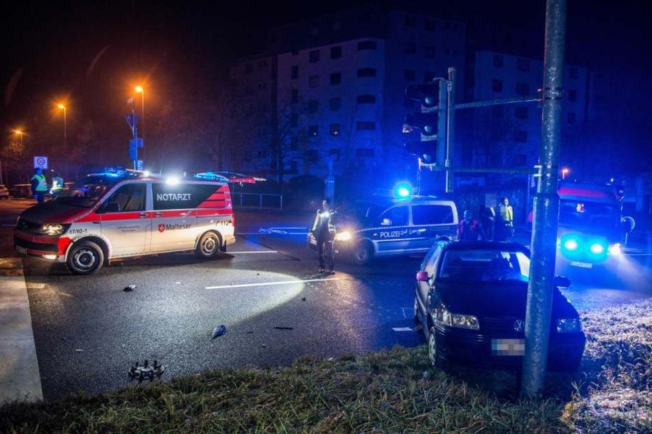 Vorfahrt missachtet: Auto dreht sich um eigne Achse und landet an Ampel