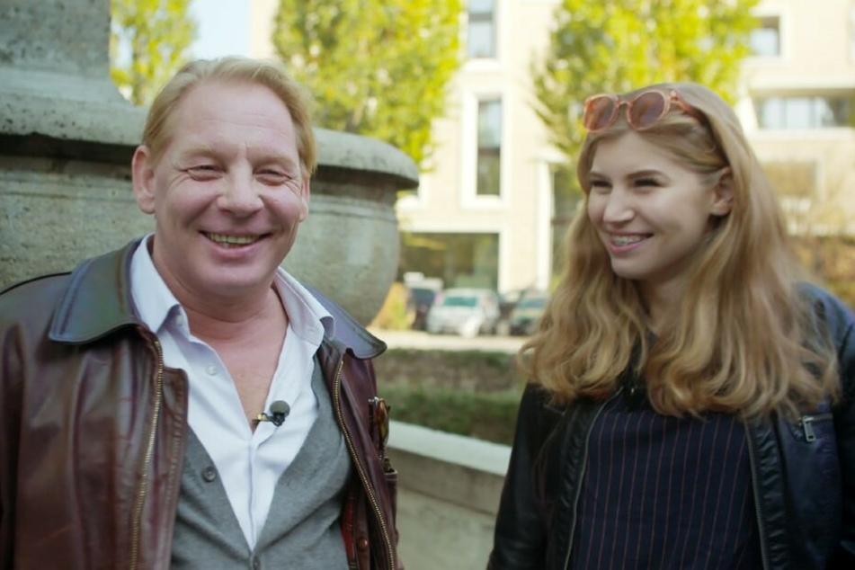 """In """"7 Töchter"""" spricht die Teenagerin über ihr Leben als Tochter eines berühmten Schauspielers."""