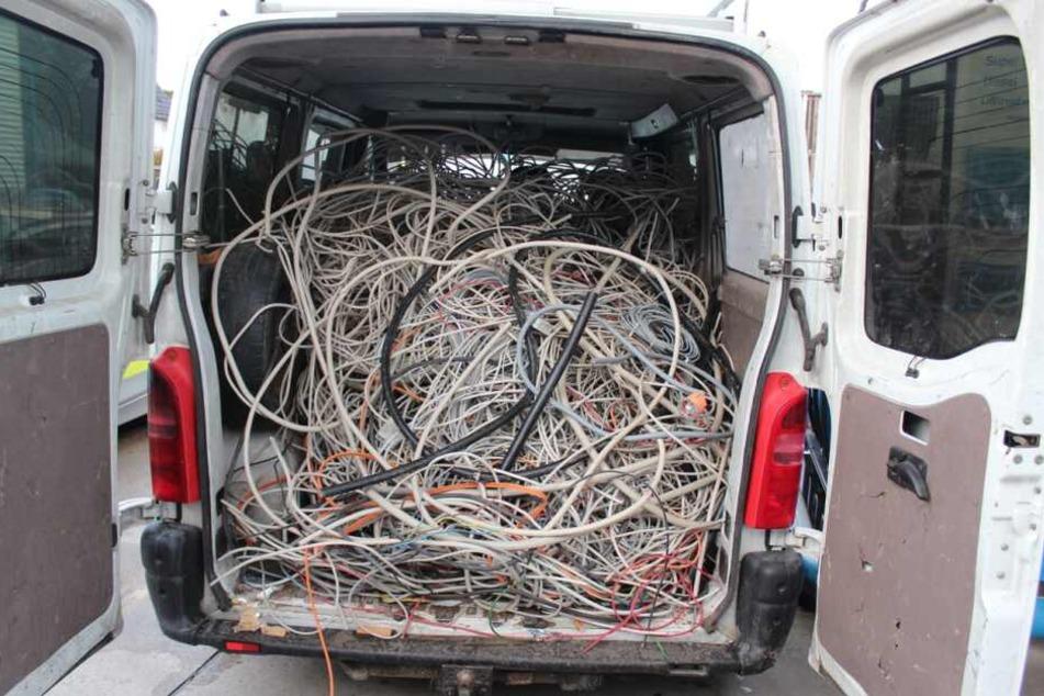 Im Wagen der Männer befanden sich zahlreiche Kupferkabel.