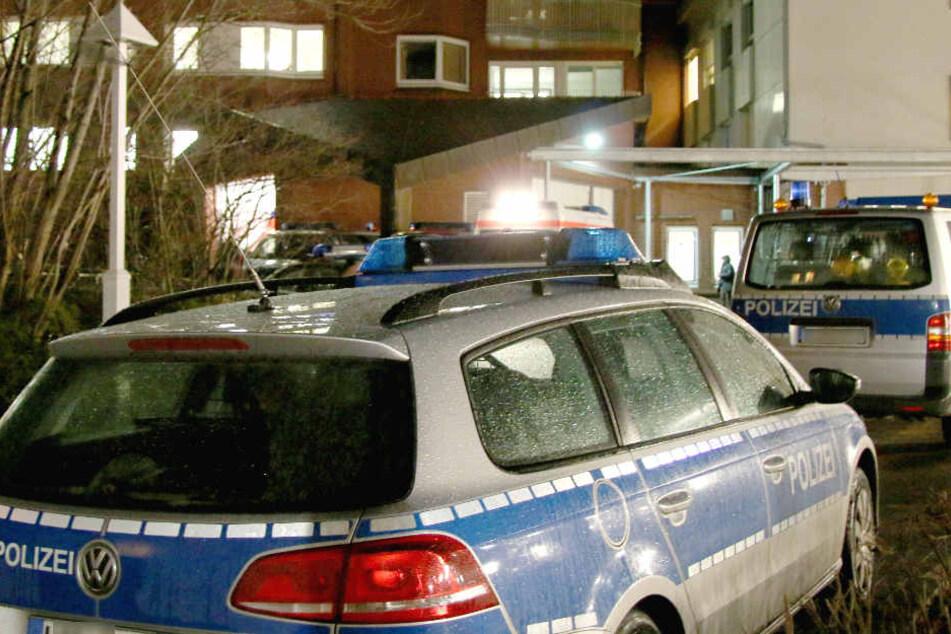In der Nacht wurden die Polizisten zum Tatort gerufen und nahmen den Mann fest. (Symbolbild)