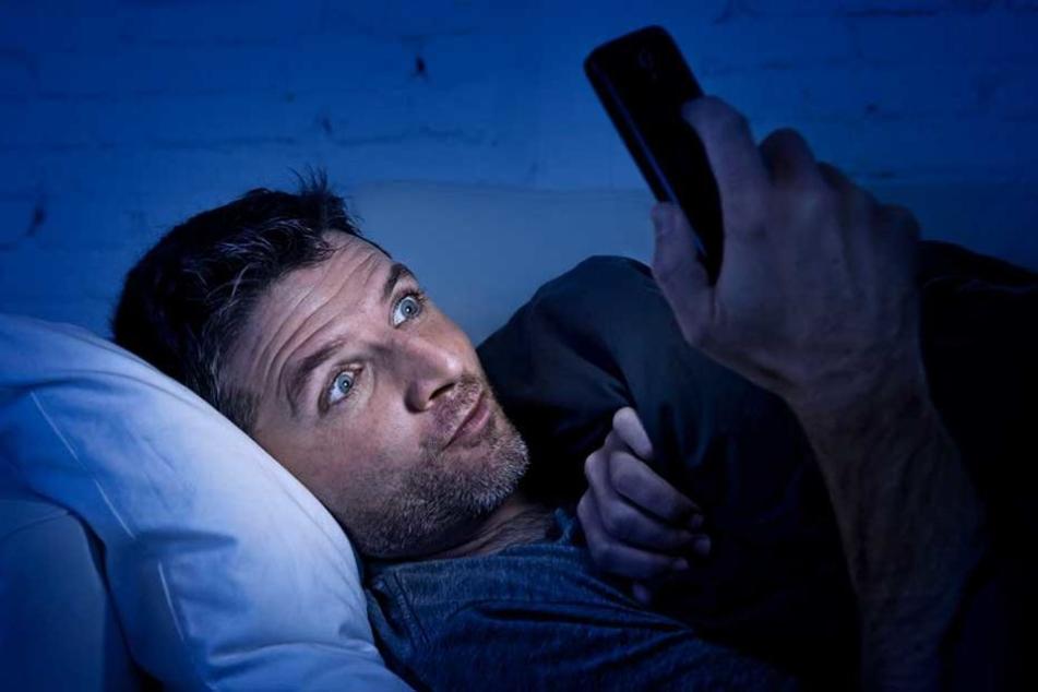 Verlockend aber gefährlich: Pornos auf dem Smartphone schauen.