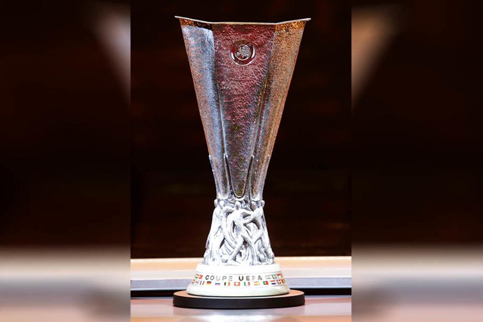 Das Objekt der Begierde: Der Europa-League-Pokal. Besitzer ist derzeit Manchester United, der im Achtelfinale der Champions League steht.