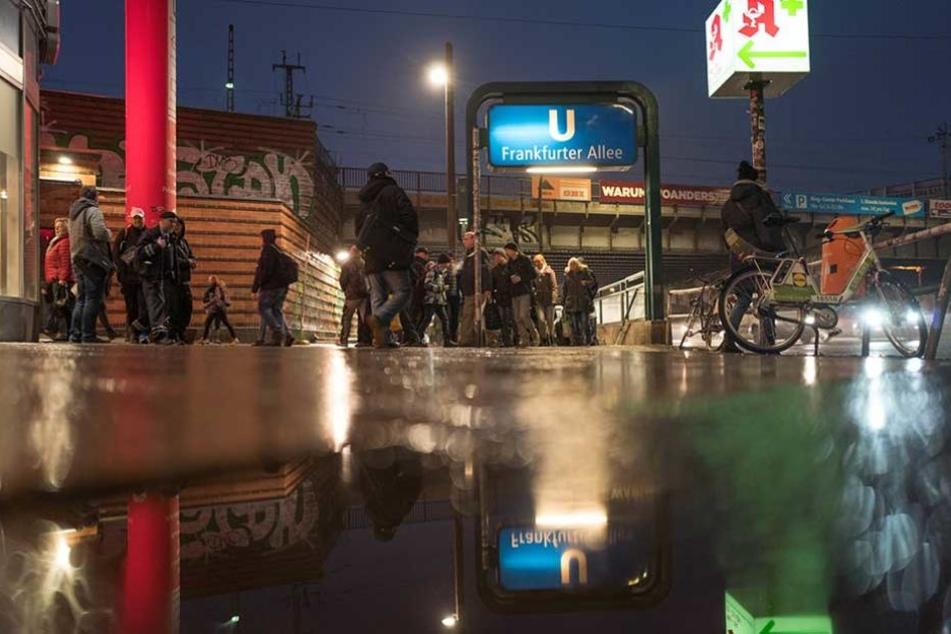 Am U-Bahnhof Frankfurter Allee wurde die Leiche eines Mannes gefunden.