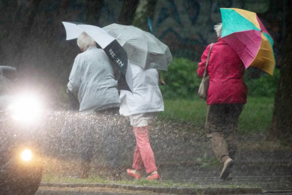Bis zum späten Abend werden die Regenschauer über Berlin anhalten. (Symbolbild)