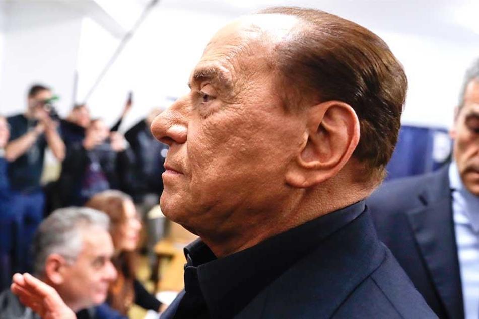 Was wohl Silvio Berlusconi (hier bei der Stimmabgabe) von frischem Wind für die italienische Politik hält?