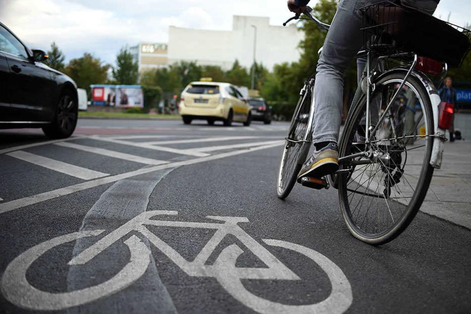 An der Kreuzung Wundtstraße/Kurt-Eisner-Straße ereignete sich der Unfall. Der Radler ging zu Boden. (Symbolbild)