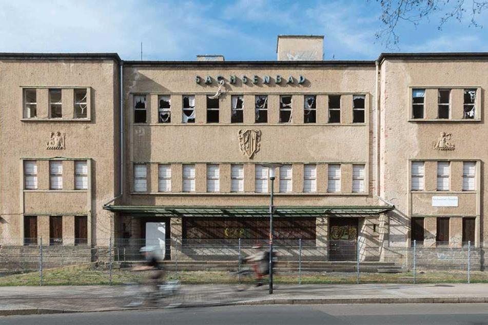 Trauerspiel: Nach fast 25 Jahren Leerstand ist das Sachsenbad kein schöner Anblick mehr.