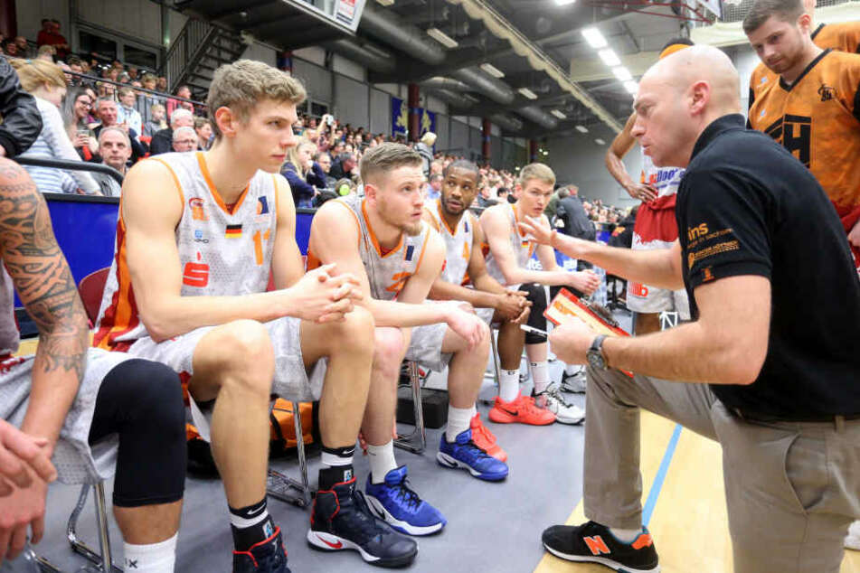 Coach Pastore gibt seinen Jungs Anweisungen mit auf den Weg.