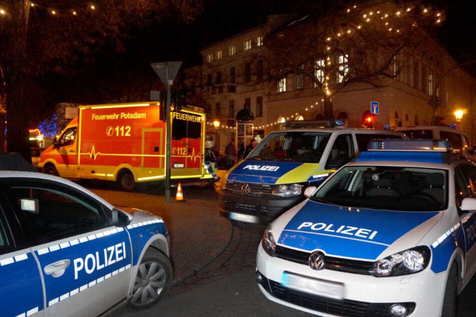 Massenschlägerei auf Weihnachtsmarkt: Helfer werden verletzt