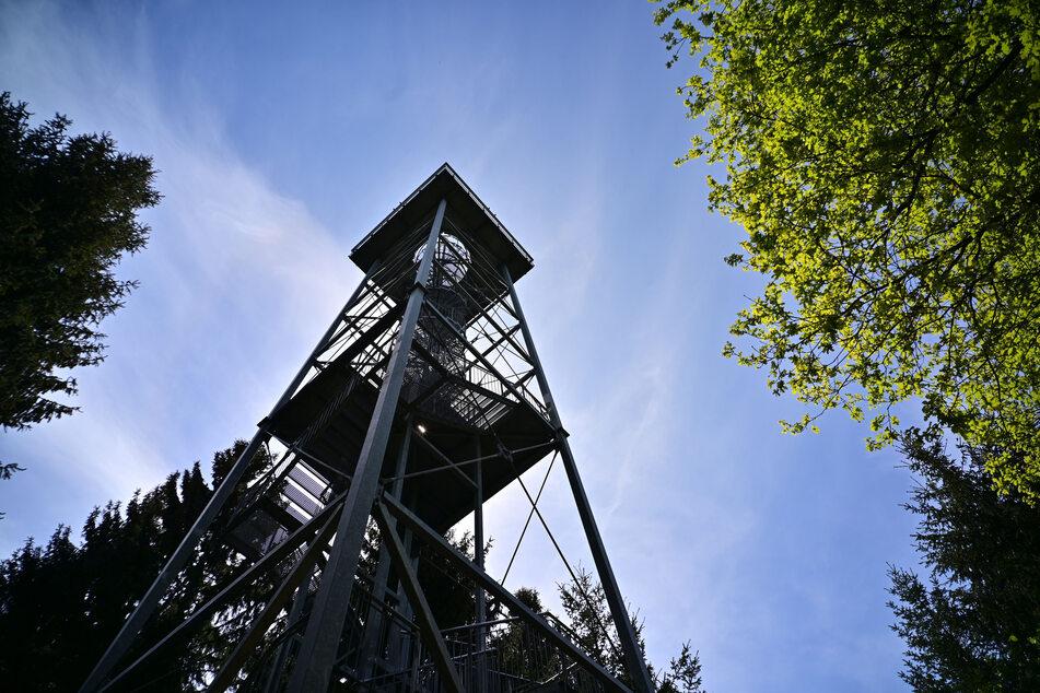 Der Maria-Josefa-Turm auf dem Totenstein.
