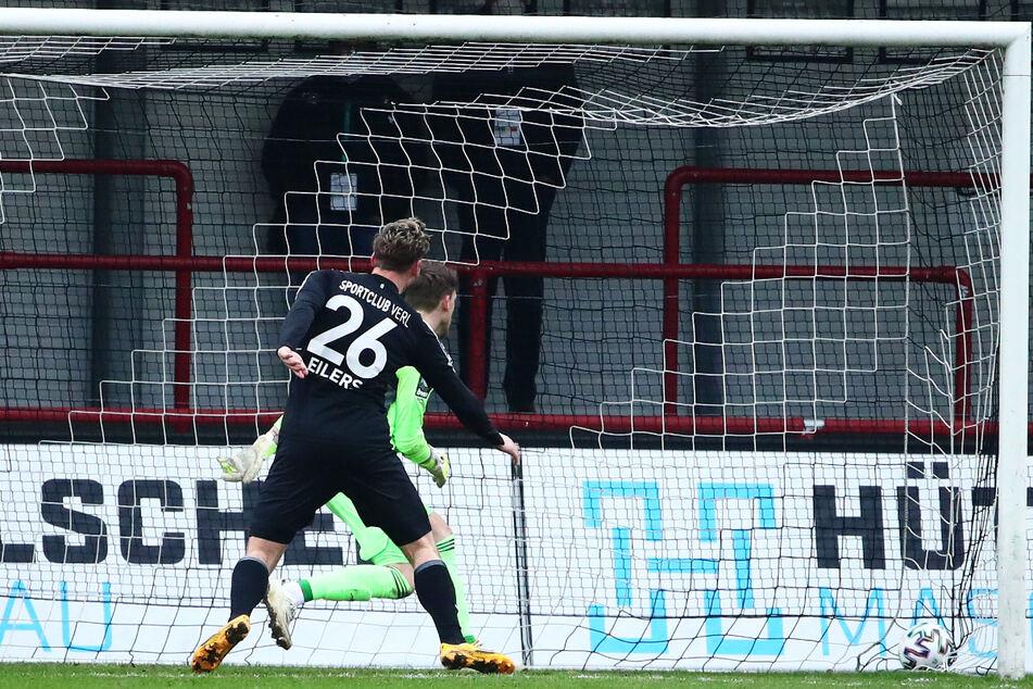 Justin Eilers (32, l.) traf am Samstag gegen den 1. FC Saarbrücken per Kopf zum 1:3-Ehrentreffer für den SC Verl.