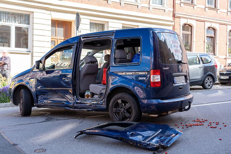 Bei dem Unfall in Falkenstein wurde ein VW Caddy schwer beschädigt.