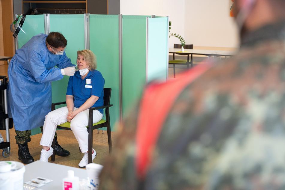 """Ein Soldat soll eine Frau in einem Impfzentrum als """"Impfopfer"""" bezeichnet haben. (Symbolbild)"""