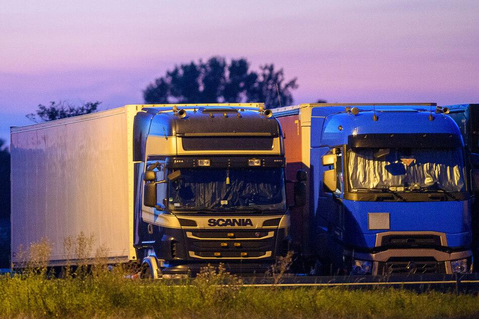 Während ein Lkw-Fahrer schlief, stahlen Diebe mehrere Kartons Solargeneratoren aus dem Laderaum. (Symbolbild)