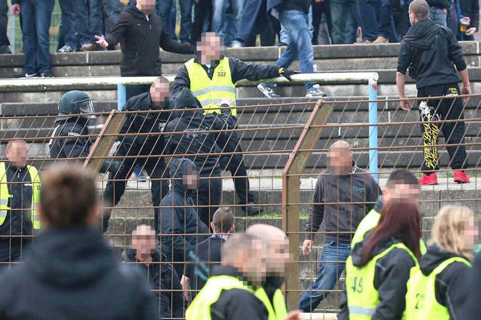 Bei der 2:3-Niederlage am 4. November des vergangenen Jahres waren Anhänger der Himmelblauen in den Nachbarblock gestürmt.