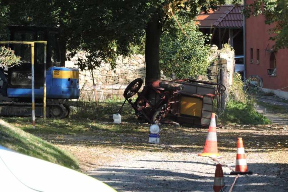 Auf einem abschüssigen Weg waren die Pferde der Kutsche durchgegangen. Das Gefährt krachte gegen einen Baum, auch zwei Mädchen wurden dabei verletzt.