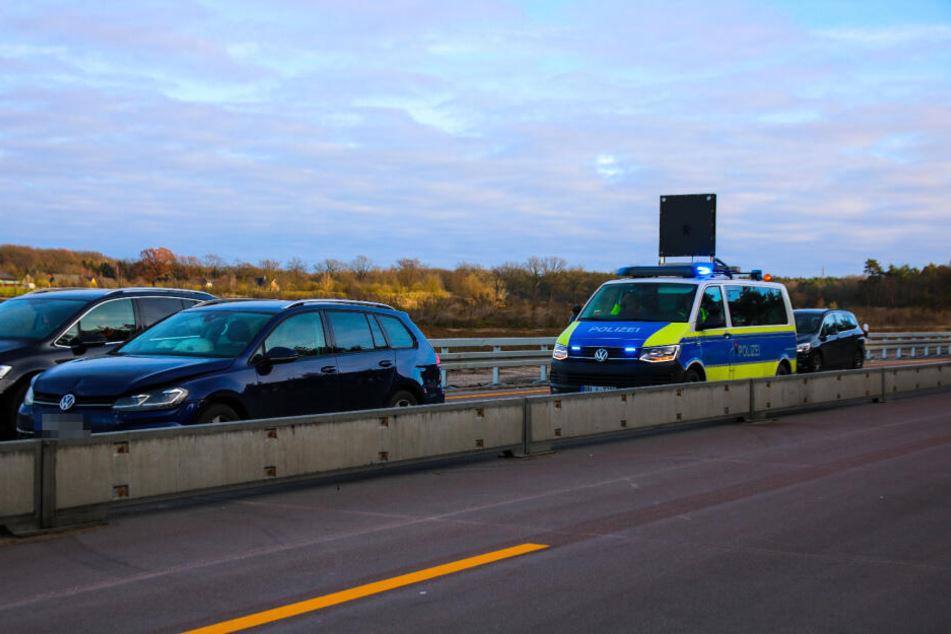 Bei einem Auffahrunfall auf der A24 wurden drei Menschen verletzt.