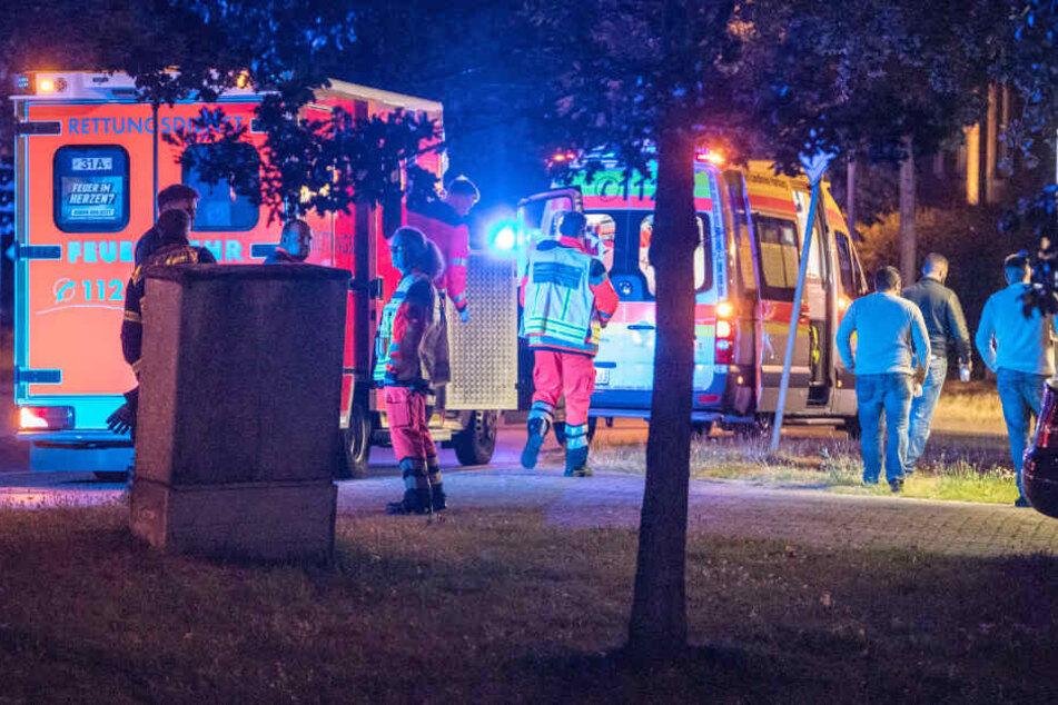 Der Rettungsdienst kümmert sich um mehrere Verletzte.