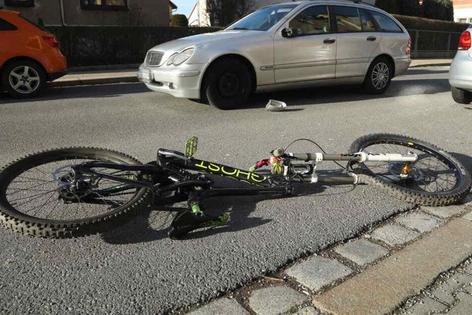 Schwere Verletzungen erlitt ein Radfahrerin bei einem Verkehrsunfall am Donnerstag Nachmittag im Dresdner Stadtteil Cotta.