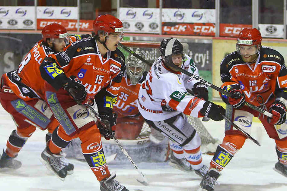 Es blieb spannend bis zur letzten Minute! Dann besiegelten die Bad Nauheimer die nächste Niederlage der Eispiraten.