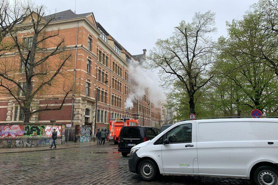 Am Sonntag ließ das Filmteam es so aussehen, als würde es im Kant-Gymnasium brennen.
