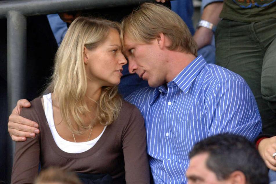 Unglaublich! Ansgar Brinkmann (re.) nimmt seine Ex-Freundin Inga (li.) mit in den Dschungel. Das Foto zeigt die beiden glücklich zu seiner Zeit bei Dynamo Dresden 2005.