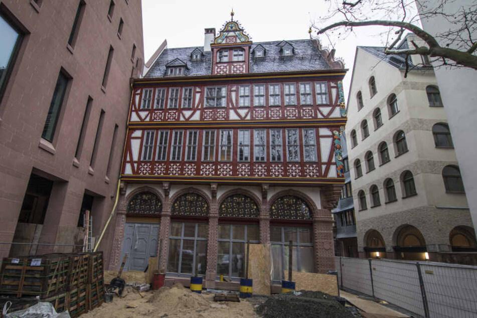 Frankfurts Oberbürgermeister Peter Feldmann präsentierte am Mittwoch das Renaissance-Haus.
