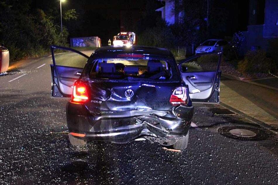 Der Unfallverursacher fuhr auf einen schwarzen VW auf.