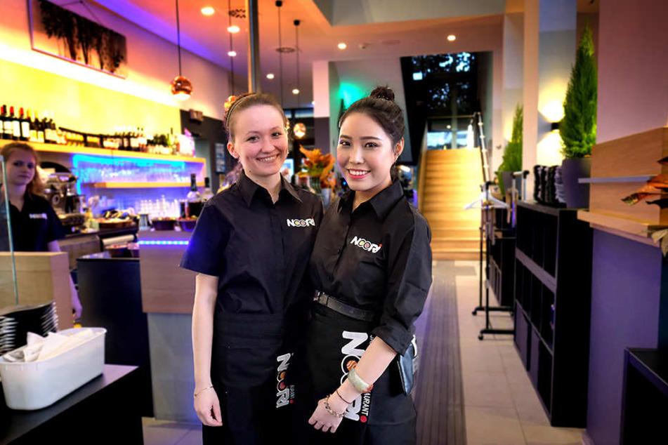 Sie bedienten die ersten Gäste: Erika Szolgyen (li.) und Mai Tran kümmerten sich um die Bestellungen.