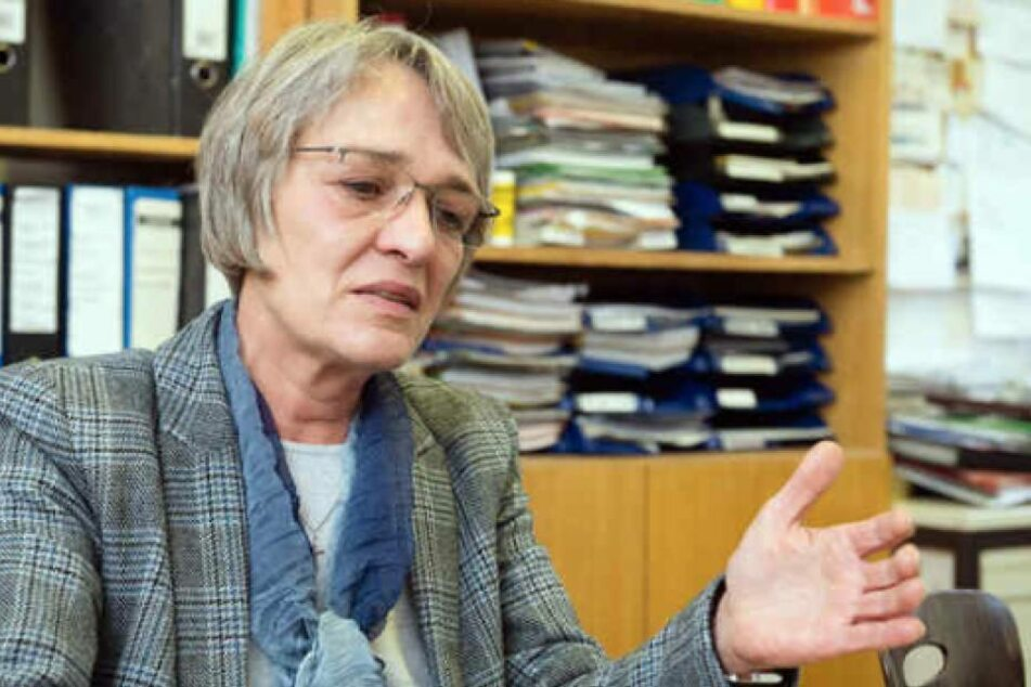 Vorsitzende Sonja Brogiato blickt düsteren Zeiten entgegen. Kassenwart Stefan Jahr zeigte sich selbst, Brogiato und einen weiteren Vorsitzenden an.
