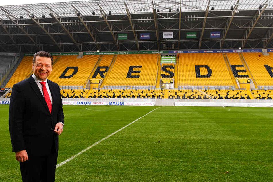 Dynamo-Präsident Holger Scholze in seinem Wohnzimmer, dem Rudolf-Harbig-Stadion. Er wünscht sich im fußballerischen Bereich mehr Ruhe als in den letzten beiden Jahren.