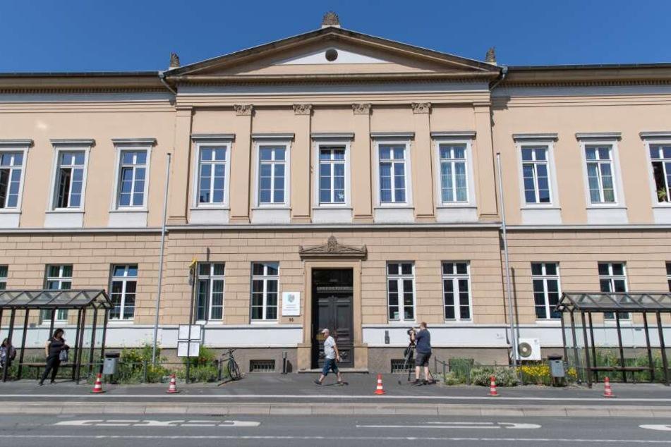 Im Detmolder Landgericht findet der Prozess gegen die drei Männer statt.