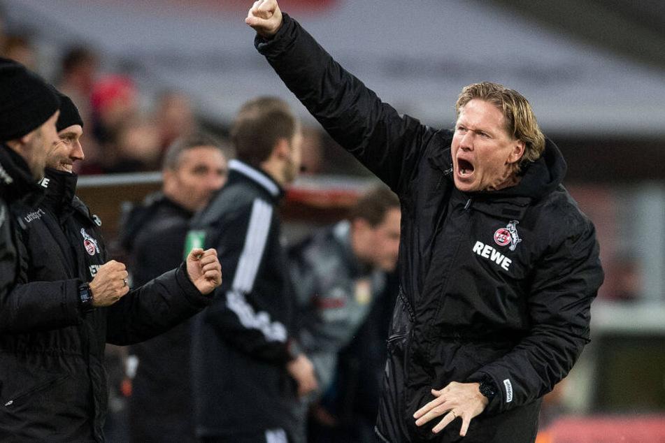 Kölns Trainer Markus Gisdol jubelt nach dem Schlusspfiff über den 2:0-Sieg bei Bayer Leverkusen.