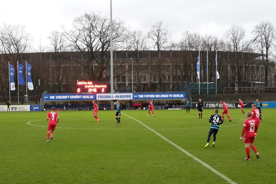 Hertha BSC hat das erste Testspiel gegen Arminia Bielefeld mit 4:1 gewonnen.