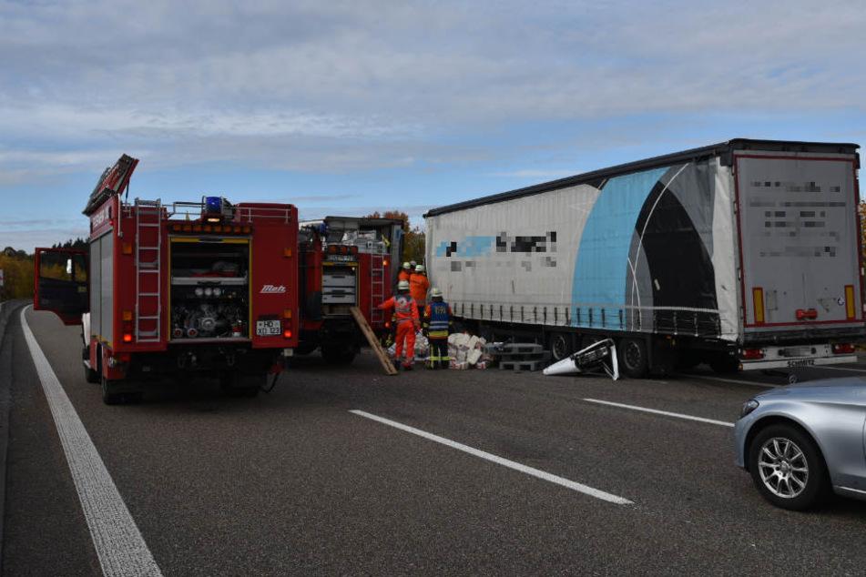 Der Fahrer dieses Lastwagens hatte den Unfall ausgelöst, starb noch vor Ort.