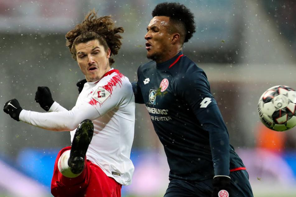 Marcel Sabitzer (l.) ist nach dem Mainz-Spiel gesperrt.