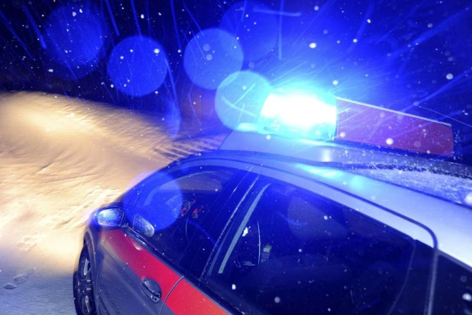 Als der 22-Jährige zum Vorfall befragt wurde, wollte er auf seinen Skiern flüchten. Ein Polizist verhinderte das aber.