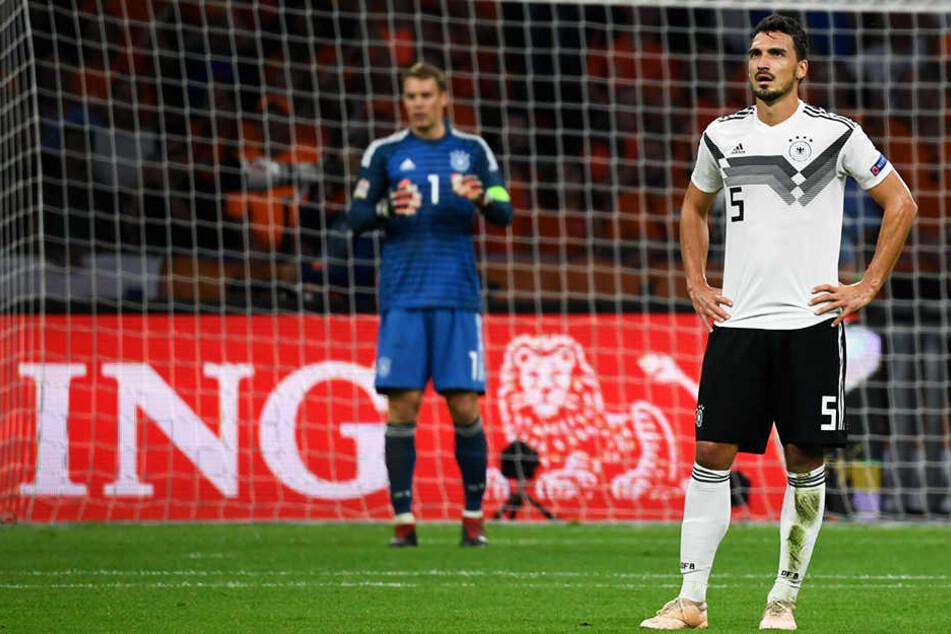Fassungslose Mienen bei Mats Hummels (r.) und Kapitän Manuel Neuer (l.): Ein Spiel, das Deutschland durchaus hätte gewinnen können, wurde am Ende mit 0:3 verloren.